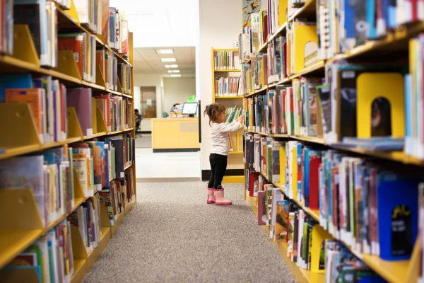 Child-in-library-reaching-books